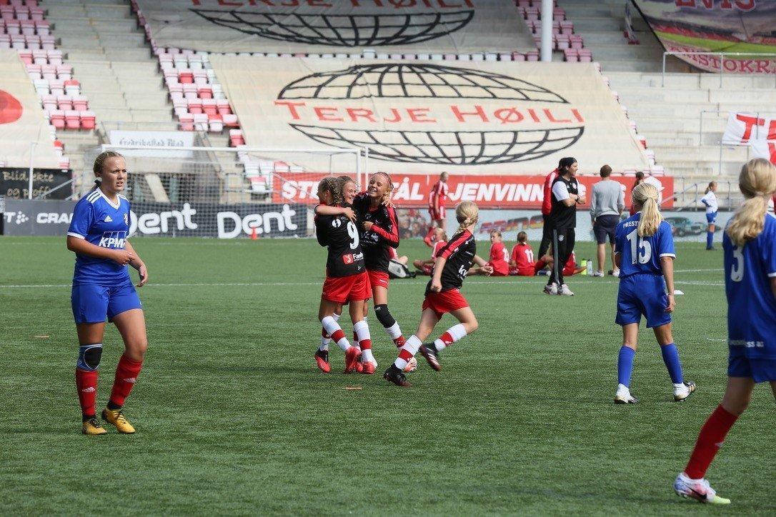 Bylag Fredrikstad kunne juble for mange mål søndag!