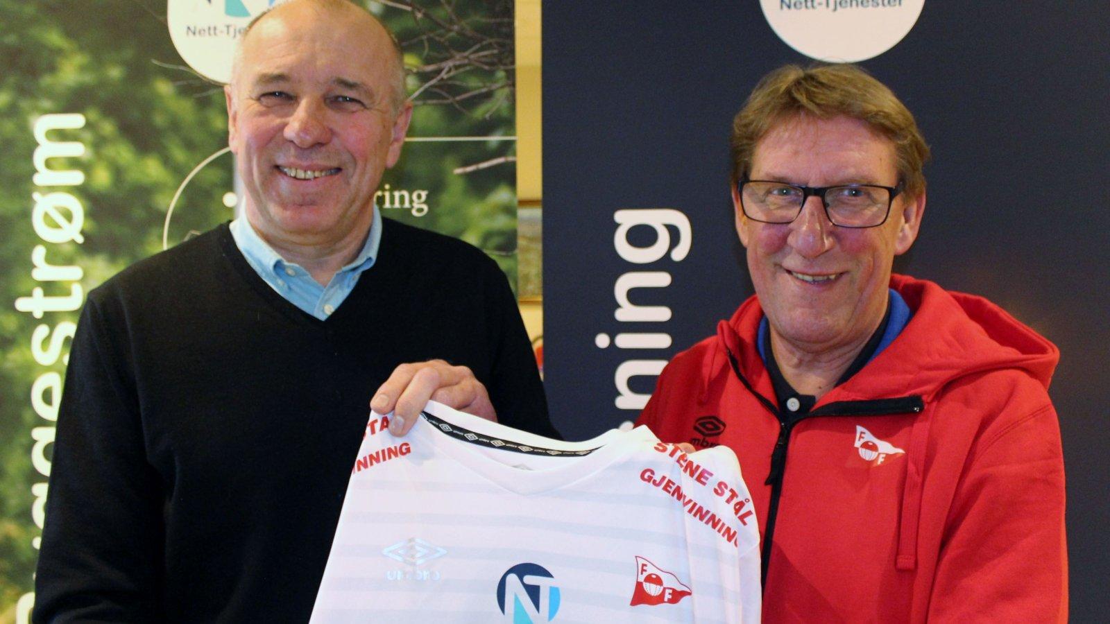 Nett-Tjenester ved Arild Johnsen og FFK ved Robert Nilsson signerte ny avtale for 2017-sesongen.